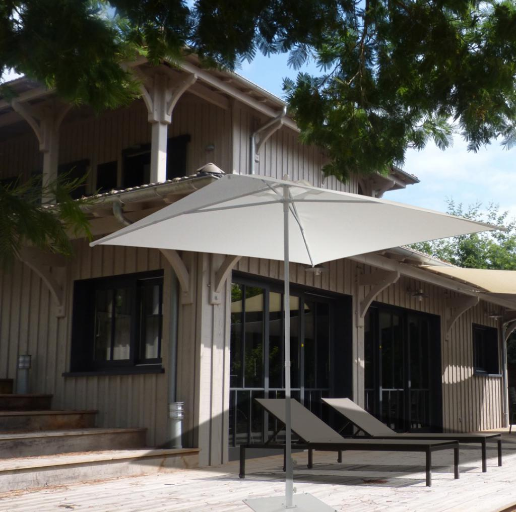parasol terrasse piscine