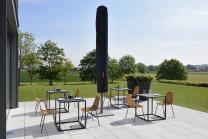 parasol central esthétique et moderne pour embellir votre terrasse