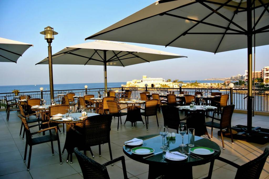 parasol-geant-grand-parasol-restaurant-hotel