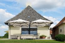 beau parasol terrasse maison