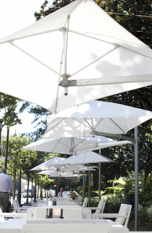 Parasol ouverture facile restaurant Paraflex Evolution UMBROSA
