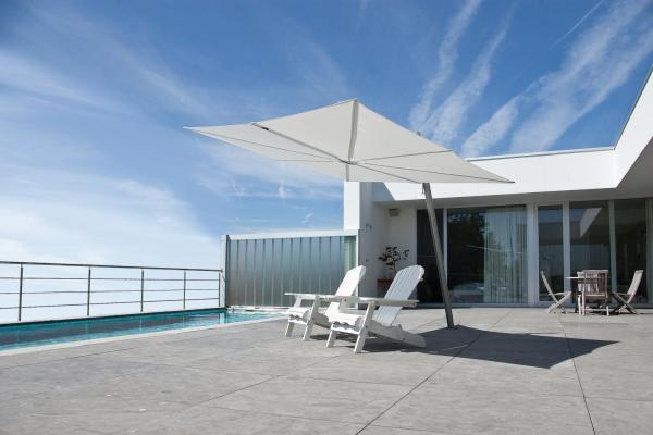 parasol haut de gamme d port parasol excentr parasol. Black Bedroom Furniture Sets. Home Design Ideas